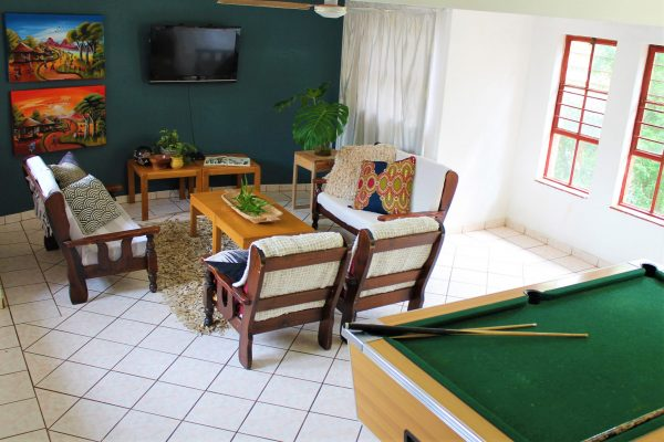 accommodation-lounge-tv-chairs-snooker